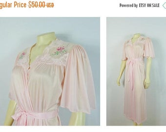 B-DAY SALE Vintage Robe Pink 70s Nylon Satin Dressing Gown Sears Medium Rose Embroidery Belted Size Medium Modern M - L