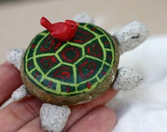 Painted Christmas rocks, turtles, red and green, turtles from rocks, cardinal, sea turtles, handmade, garden, painted rocks, beachy