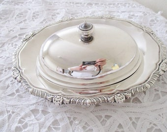 SILVER PLATE BUTTER dish, Made in Canada 3 pc. oval covered butter dish with glass dish, tableware, good vintage condition