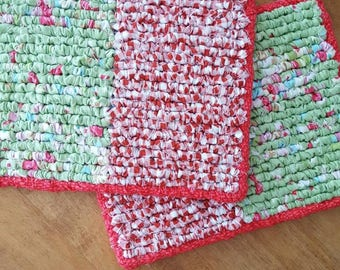 Hand Hooked Christmas Pot Holders, 8 x 6.5 Inch Snack Mats, Kitchen Trivets, Red And Green Print Fabric, Snack With Santa
