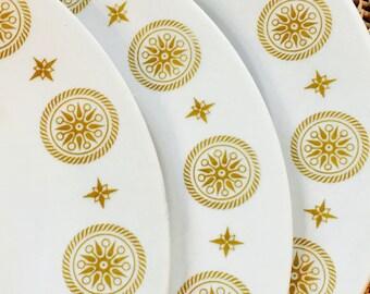 White Dinner Plate, Stars and Medallions Hanover Restaurant Ware by Shenango China ca. 1980
