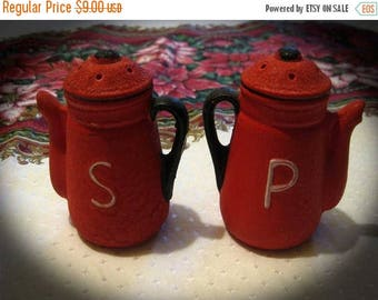 30% Off Clearance Sale Vintage Red Teapot Salt Pepper Shaker-Rugged-Country