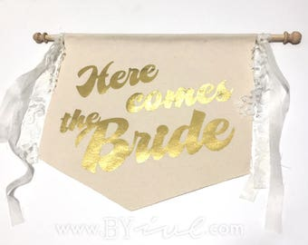 Here comes the bride banner flag sign. Canvas with garland. The perfect touch for a romantic vintage wedding decor. Rustic wedding decor.