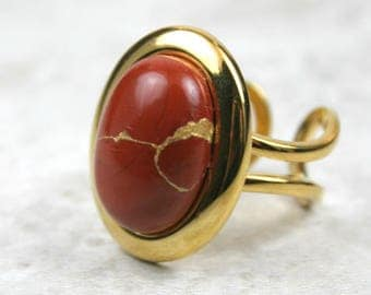 Kintsugi (kintsukuroi) stone ring with a red jasper cabochon with gold repair in a gold plated setting - OOAK
