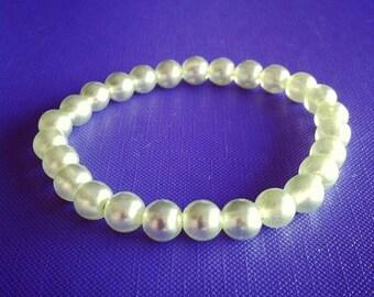 Bracelet light green beads