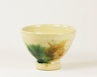 Green and amber decorated stoneware bowl