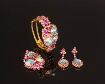 Juliana Brooch, Pink Drop Earrings Clamper Bracelet Delizza & Elster SET Book Piece Pink Rhinestone Set 1960s Jewelry Aurora Borealis Rivoli