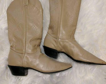 Tan vintage women's cowboy boots size 9