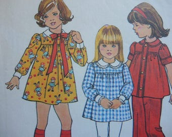 vintage 1970s Simplicity sewing pattern 7063 girls dress or top size 3