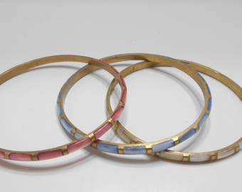 Three Vintage Brass & Mother of Pearl Bangles (8654) Pink, White, Blue Mother Of Pearl