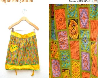 ON SALE 60s Yellow Patterned Apron Cooking Baking Pocket Half Tie Waist OSFM