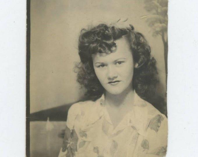 Vintage Arcade Photo Booth: Teenage Girl, c1940s (712632)