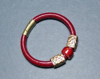 Ceramic and bordeaux regaliz leather bracelet