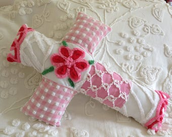 NEW...Pillow Vintage Pink and White Bates and Morgan Jones Chenille Cross...16 x 22""