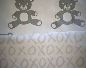 Ergo 360 Bib, Ergobaby Baby Carrier Bib, Reversible, Drool Pads, Carrier Cover, Ergo Carrier Pouch, Gray & White X O hugs and kisses