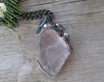 metal pendant with  rose quartz
