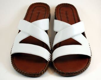 White Sandals Naturalizer Size 8 1/2 Narrow Slide Sandals Comfortable Sandals Made in Brazil