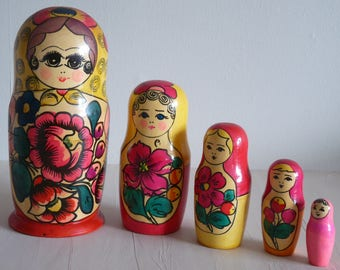 Vintage Wooden Nesting Russian Dolls x 5