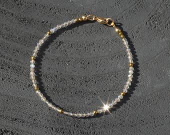 Labradorite bracelet, Dainty bracelet, Labradorite jewelry, Gemstone bracelet, Gold filled bracelet, Minimalist bracelet, Jewelry gift