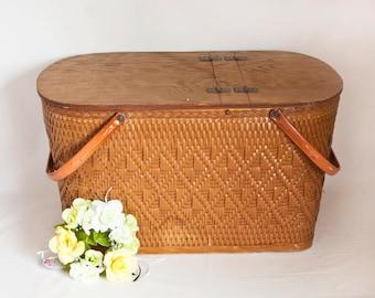 Vintage LARGE Redmon Wicker Picnic Basket, Woven Storage Basket USA, Summer Picnic or Wedding Card Holder