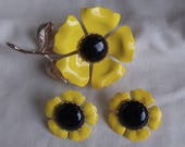 Caroline Emmons Fun Flowers Pin and Clip Earrings Set     Vintage, Yellow