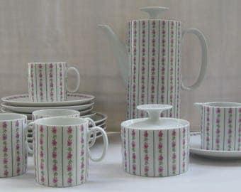 Thomas Germany (Rosenthal). Porzellan Kaffeekanne. Form 700 - Medaillon. Entwurf: Richard Scharrer. Deutschland 1960er Jahre. VINTAGE