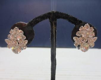 1950's Weiss Rhinestone Clip On Earrings