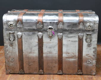 American trunk with key R2228