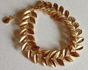 bracelet - gorgeous gold tone herringbone elasticated bracelet