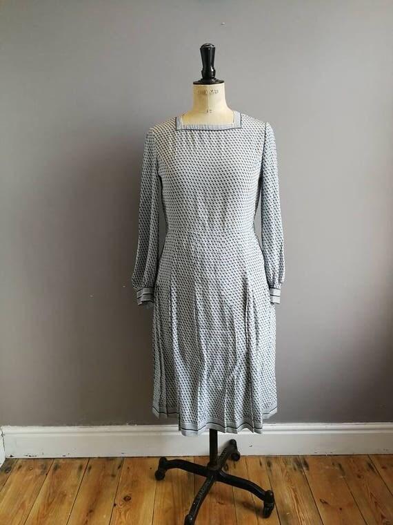 Japanese vintage dress / square neck vintage dress / 30s style dress / grey and blue vintage tea dress / long sleeves / midi length japan