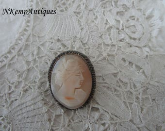 Shell cameo brooch/pendant