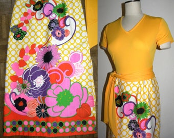 1970s 70s Maxi Dress / Bold floral skirt / Flower Power / Mod Hostess Dress / fits like Small