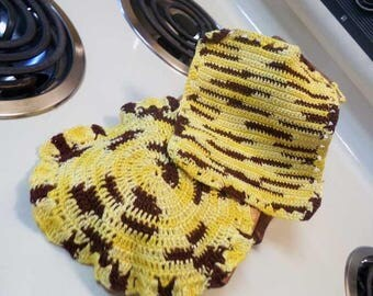 Crocheted pot holders, vintage pot holders, Yellow and Brown kitchen home decor, crocheted trivets