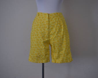 FREE usa SHIPPING Vintag shorts/ floral shorts/ yellow shorts/ golf shorts/ size S