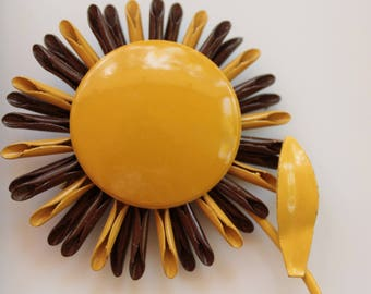 Vintage 1960 sunflower brooch - Flower power - Yellow and Brown - From Sixties