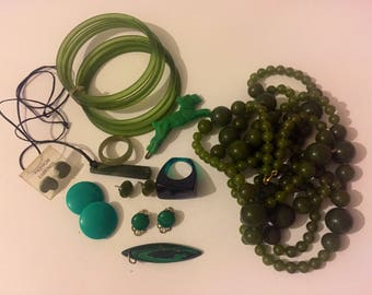 Vintage Art Deco Green Early Plastic Jewellery Lot, Scotty Dog Hair Clip, Beaded Flapper Necklace, Lucite Ring, Celluloid Bangles