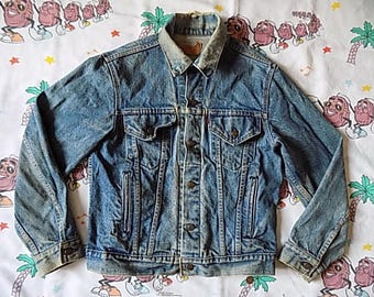 Vintage 80's Levi's denim Jean Jacket, size Medium 40 worn in USA made Red Tab