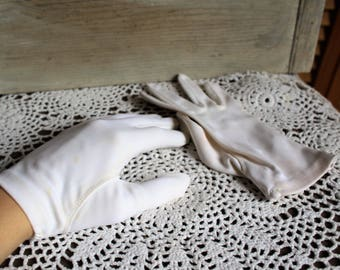 Vintage white/cotton/gloves/size 6 1/2. Cute gloves.