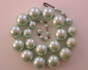 Vintage Graded Bead Necklace (447v)