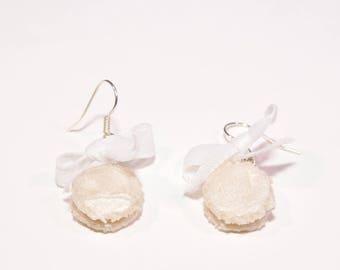 Vanilla macaroon earrings