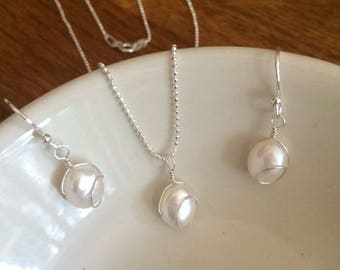 White Baroque Freshwater Pearl jewellery set Sterling Silver wire wrapped pearl drop necklace and earrings simple wedding jewelry jewellery