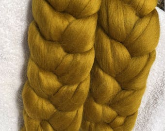 Corriedale roving for spinning or felting