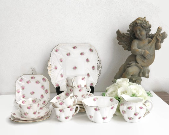 Vintage Shelley Rosebud tea service, white bone china with scattered pink rosebuds and gilt trim, 20 pieces, Dainty shape, No 272101, 1920s