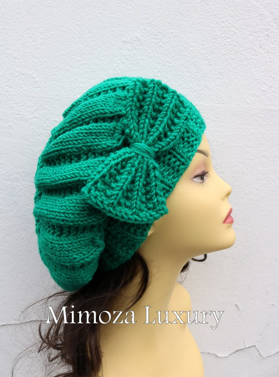 Emerald Green Woman Hand Knitted Hat with Bow, Emerald Beret hat with bow, knit hat, slouchy knit women's hat with bow, winter hat, green