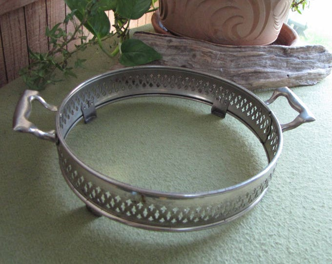 Round Casserole Holder Dish Stand Silver-Toned and Handled Cradle Kitchen Accessories