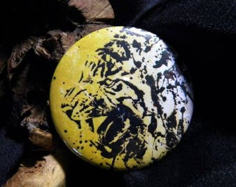 Magnet with a tiger on a gold background
