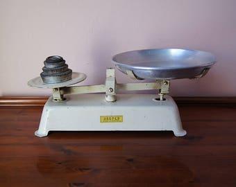 Vintage Harper market scale , kitchen scale, grocery scale.