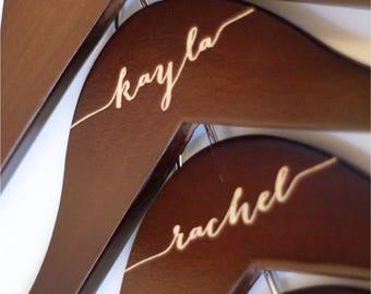 Bridesmaid hangers - Bridesmaid hangers Engraved Wooden hanger - Calligraphy mahogany engraved wood
