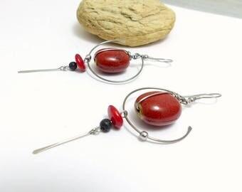 Boucles d'oreilles rouge et noir, céramique, lave, corail et acier inoxydable (BO 15)