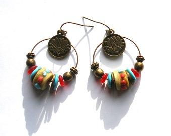 Boucles d'oreilles créoles ethniques, fleur de lotus turquoise rouge bronze écru os de yack bijou boho chic bohème gipsy ooak